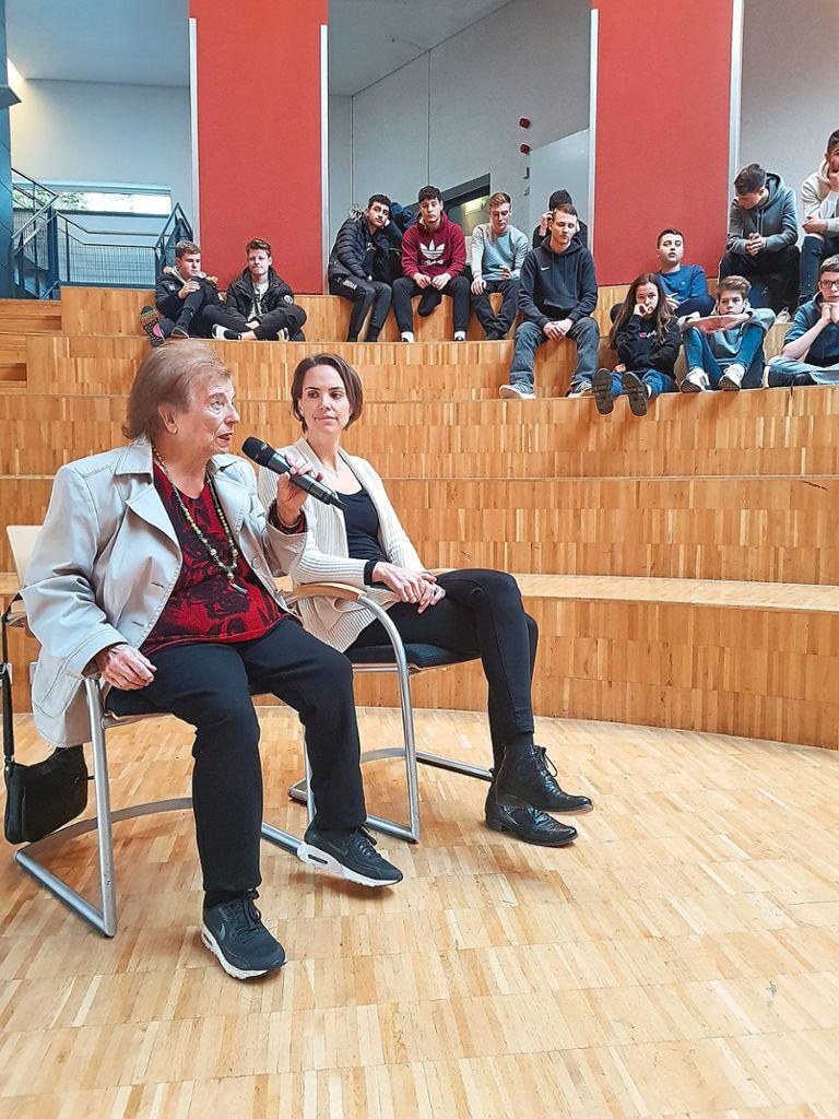Liesel Binzer, Holocaust-Überlebende, erzählte von ihren Kindheitserinnerungen. Foto: Rousek Foto: Schwarzwälder Bote