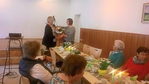 Referentin Michelle Grötz wurde mit einem Blumenstrauß verabschiedet.  Foto: Holl Foto: Schwarzwälder Bote