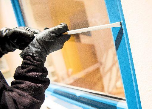 Die Täter verschafften sich über ein Fenster Zugang zum Gebäude. (Symbolfoto) Foto: Schwarzwälder-Bote