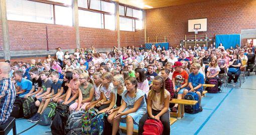 90 neue Fünfklässler wurden feierlich in der Turnhalle des Bildungszentrums willkommen geheißen.  Foto: Bildungszentrum Foto: Schwarzwälder Bote