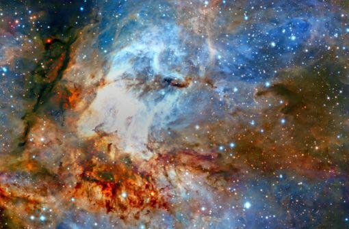 Farbenfrohe Himmelslandschaft: So  betitelt die Europäische Südsternwarte  dieses Bild des Sternhaufens RCW38, das bei Tests mit einem neuen Optiksystem namens Graal aufgenommen wurde. Es zeigt die Sterne und Wolken aus hell leuchtendem Gas in feinsten Details, mit dunklen Staubfäden, die sich durch den hellen Kern dieser jungen Sternsammlung ziehen. Foto: Eso