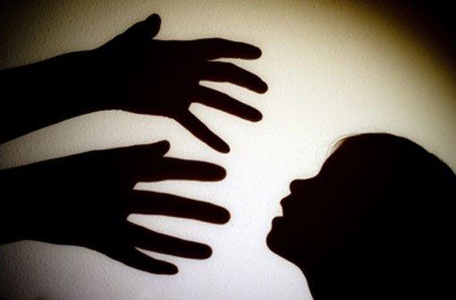 Ein 23-Jähriger steht wegen sexuellem Missbrauch vor Gericht. Symbolbild. Foto: dpa