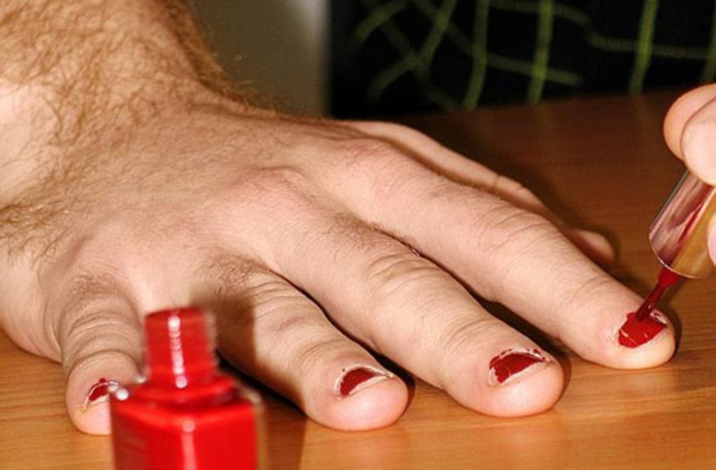Lackierten fingernägeln mit männer Männer mit