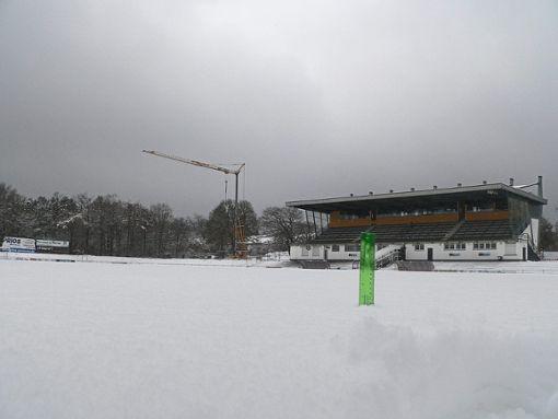 Die Sportplätze im Friedengrund sind zugeschneit. Foto: Wiedemann