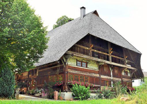 Dieses prächtige Haus beherbergte einst Sulzbachs erste Wirtschaft, die allerdings nur bis 1933 Bestand hatte.  Fotos: Borho Foto: Schwarzwälder Bote