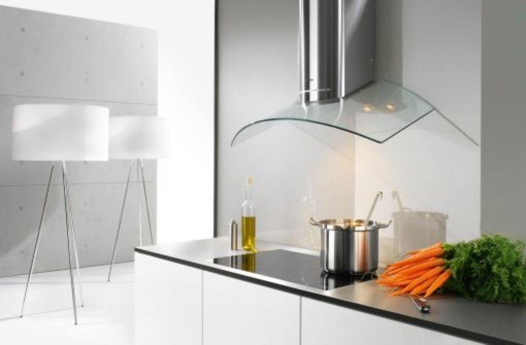 k hlschrank innenraum mit warmem wasser und neutralseife. Black Bedroom Furniture Sets. Home Design Ideas