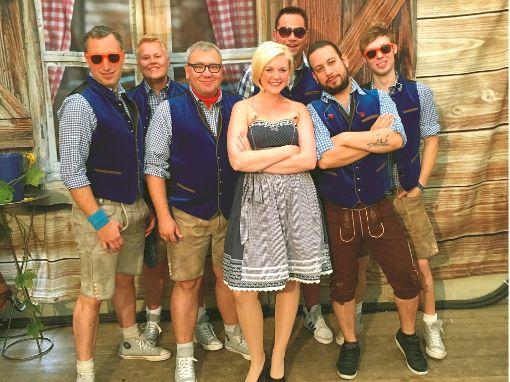 Die vom Stuttgarter Wasen bekannte Partyband Maxx macht Stimmung auf dem Schloßplatz.     Foto: Privat Foto: Schwarzwälder-Bote