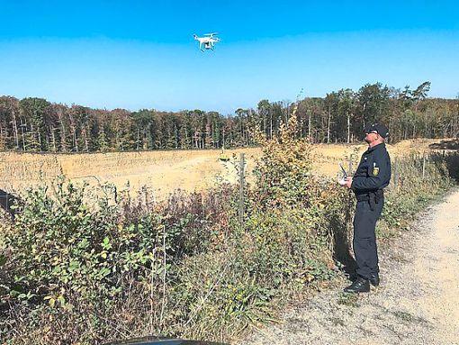 Auch mit einer Drohne suchte die Polizei – erfolglos – nach dem Jäger. Foto: Polizei