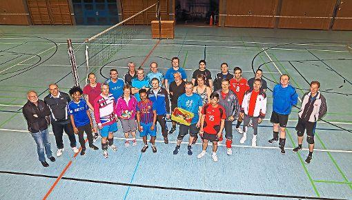 Auf unserem Bild ist der größte Teil der Turnierspieler zu sehen. Ganz links steht Turnierleiter Horst-Peter Wäschle.  Foto: Hackstock Foto: Schwarzwälder-Bote