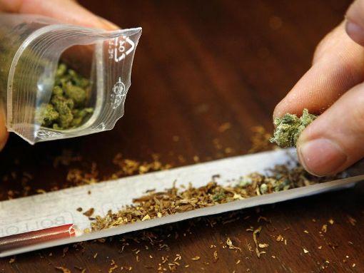 Einen Joint konnte sich der 20-Jährige mit seinem Marihana wohl nicht mehr drehen. (Symbolfoto) Foto: dpa