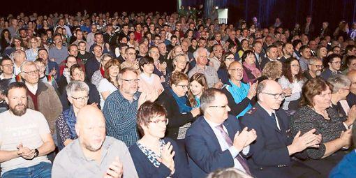 Proppenvoller Strawinsky Saal beim Bürgerempfang: Die Veranstaltung präsentiert sich mittlerweile nicht mehr als langatmiger Ehrungsmarathon, sondern jung, dynamisch und mit kurzweiligen Programmpunkten.   Foto: Müller