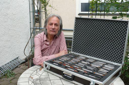 Uli Kieckbusch besitzt einen ganzen Koffer voller Mundharmonikas: Für die mit dem tiefsten Klang  hat er eines der drei Stücke für das Geburtstags-Open Air des Jazzclubs Balingen komponiert.  Foto: Merk Foto: Schwarzwälder Bote
