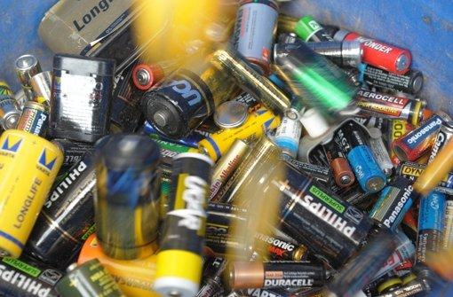 Ein Unbekannter hat zwischen vergangenen Freitag und Dienstagmorgen in Bad Herrenalb (Kreis Calw) Müll im Wald entsorgt. (Symbolfoto)  Foto: dpa