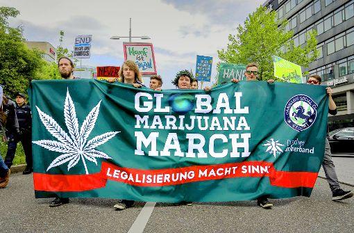 Hunderte Menschen demonstrierten am Samstag in mehreren Städten im Südwesten für die Legalisierung von Cannabis. Foto: 7aktuell.de/Andreas Friedrichs