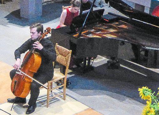 Yaroslaw Georgiev am Cello und Uliana Cheklina am Klavier beim Abschlusskonzert der Sommermusik.  Foto: M. Bernklau Foto: Schwarzwälder-Bote