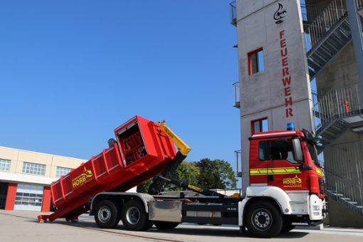 Die Feuerwehr Horb verfügt jetzt über einen Abrollbehälter Löschwasser.  Foto: Feuerwehr Horb Foto: Schwarzwälder Bote