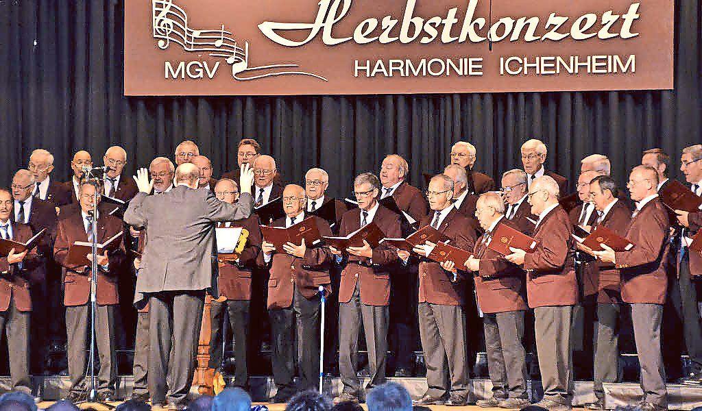 Offenburg: Ichenheimer MGV Harmonie stimmt deutsche Weihnachtslieder ...