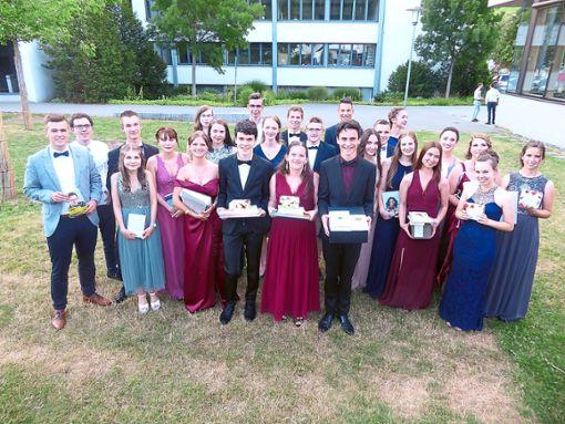 Die Abiturienten nahmen zahlreiche Preise entgegen.   Foto: Dorn Foto: Schwarzwälder Bote