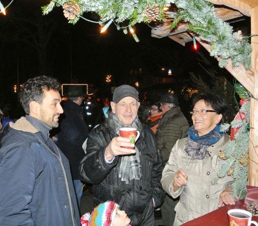 Gemütliches Beisammensein ist beim Schömberger Weihnachtsdorf angesagt.   Foto: Archiv Foto: Schwarzwälder Bote