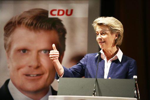 Daumen hoch für Thomas Bareiß: Ursula von der Leyen nennt den CDU-Bundestagsabgeordneten im Wahlkreis Zollernalb-Sigmaringen einen Kämpfer mit Verve für die Region. Foto: Steffen Maier