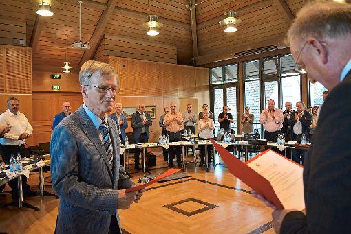 Mit  Ovationen verabschiedete der  Stadtrat  den  Chef des Rechnungsprüfungsamtes Ernst Schanz.  Foto: Buckenmaier Foto: Schwarzwälder-Bote