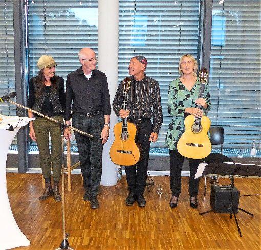 Ulrike Götz, Rudolf Guckelsberger,  Helmut Rauscher und Birgit Zacharias (von links)  boten im Landratsamt  Unterhaltung auf   höchstem Niveau.   Foto: Stöß Foto: Schwarzwälder-Bote