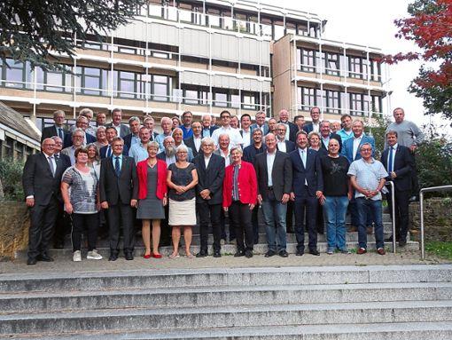 Das Hauptorgan des Landkreises ist im Amt: 20 neue und 35 altgediente Kreisräte sind von Landrat Günther-Martin Pauli in der ersten Sitzung begrüßt und verpflichtet worden.  Foto: Ungureanu Foto: Schwarzwälder Bote