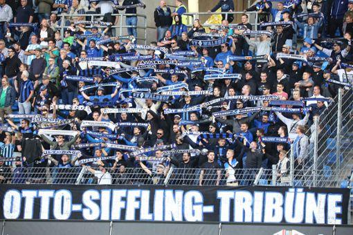 Legendär ist die Otto-Siffling-Tribüne im Mannheimer Stadion, die stets mit Waldhof-Fans voll besetzt ist. Diese werden auch in großer Zahl in der Bizerba-Stadion erwartet.  Foto: Eibner