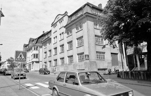 Damals und heute: Der MB-Rechenmaschinenbau wird in den 1980er-Jahren abgerissen, heute stehen Teile des neu erbauten Gebäudes leer.  Fotos: Archiv/Stiegler Foto: Schwarzwälder Bote
