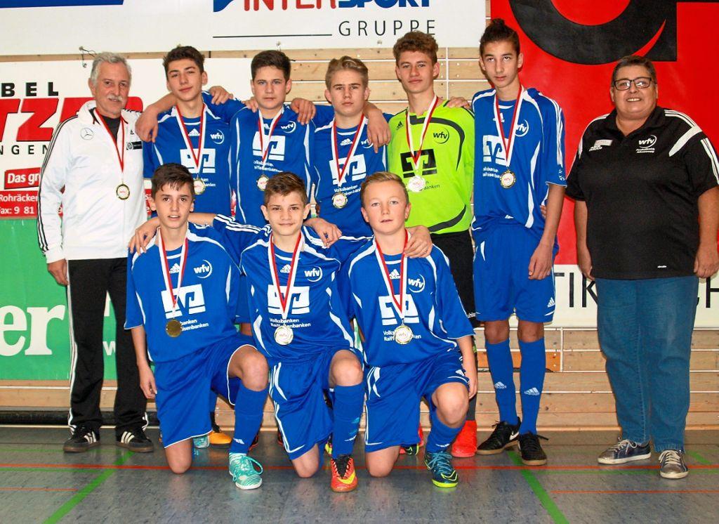 Fussball U15 Schnappt Trophae Fussball Schwarzwalder Bote