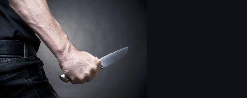 Der 38-Jährige fügte dem Opfer zwei Stichverletzungen im Oberarm und Gesäß zu. (Symbolfoto) Foto: BortN66  – stock.adobe.com