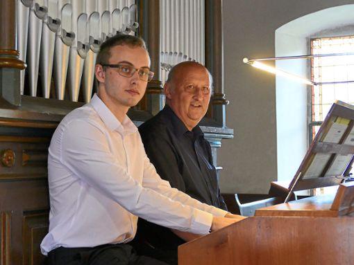 Felix Rollbühler (links) und  Siegfried Baral gaben ein Orgelkonzert in der Blumhardt-Kirche in Möttlingen.   Foto: Tröger Foto: Schwarzwälder Bote