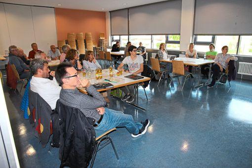 Beim zweiten Workshop im Eutinger Bürgerzentrum zu den Flächen im Laiberin bei den Kindergärten in Eutingen diskutierten die Teilnehmer stark potenzielle Möglichkeiten durch.  Foto: Feinler Foto: Schwarzwälder Bote