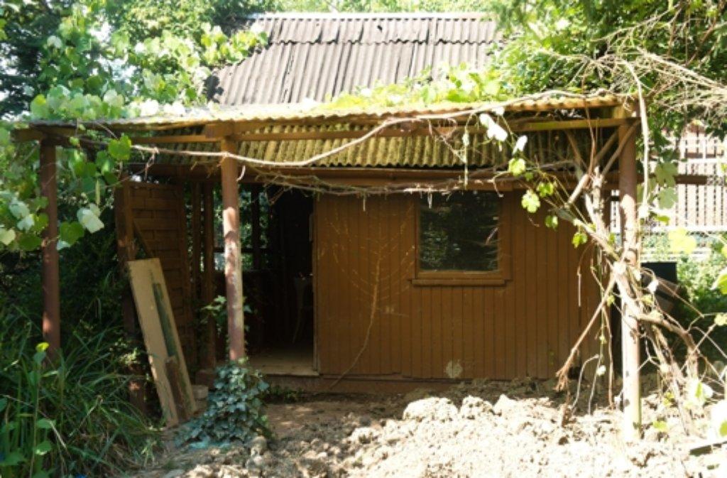In diesem gartenhaus in bretten bei karlsruhe hat die polizei das tote paar aus stuttgart - Gartenhaus stuttgart ...