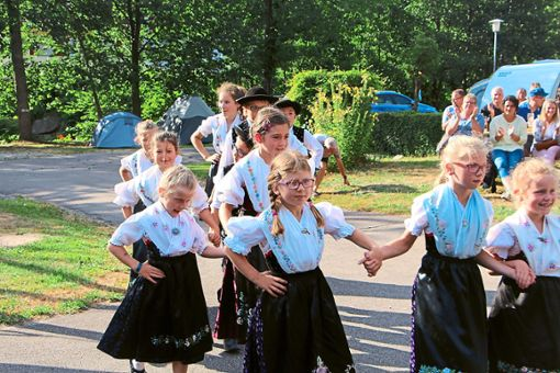 Die Kindertrachtengruppe führte einige Tänze auf.  Foto: Weis Foto: Schwarzwälder Bote