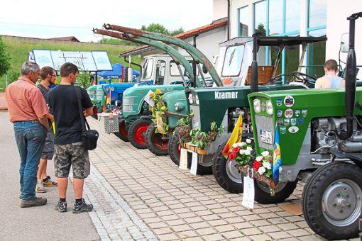 Herausgeputzt haben die Traktorenbesitzer ihre teilweise liebevoll restaurierten Lieblinge, wenn sie zu den Oldtimertreffen fahren, wie hier in Rötenbach.  Archivfoto: Bächle Foto: Schwarzwälder Bote
