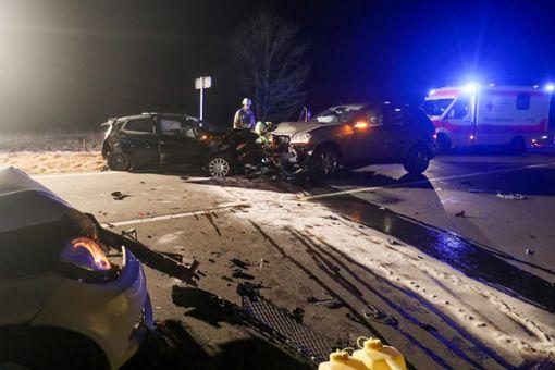 Bei einem Unfall auf der B33 in Höhe Villingen sind vier Personen verletzt worden. Foto: Marc Eich