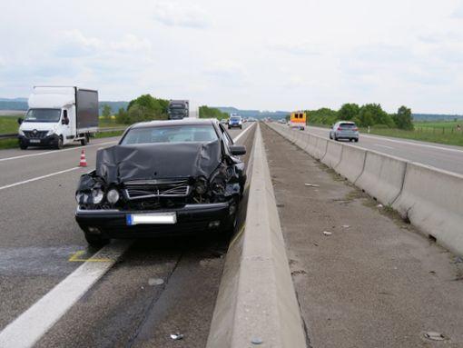 Bei einem zweiten Unfall krachte ein Auto gegen die Leitplanken. Foto: Robin Heidepriem