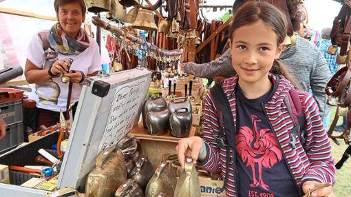 Wie wärs als Souvenir: Nicht nur am Hals, auch für das Kinderzimmer ein schönes Mitbringsel vom Schellenmarkt. Foto: Schwarzwälder Bote