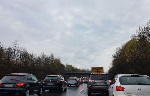 Nach einem Unfall auf der B 27 bei Balingen kam es zu Verkehrsbehinderungen. Foto: (skue)