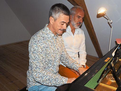 Giomar Stehl am Flügel und Markus Flaig als Erzähler präsentieren das Stück Babar, der kleine Elefant.  Foto: Vögele Foto: Schwarzwälder Bote