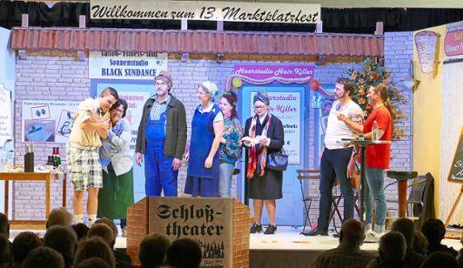 Szene  aus dem aktuellen Stück des Schlosstheaters mit dem Titel Döner, Durst und Dosenwurst.  Foto: Stadler Foto: Schwarzwälder Bote
