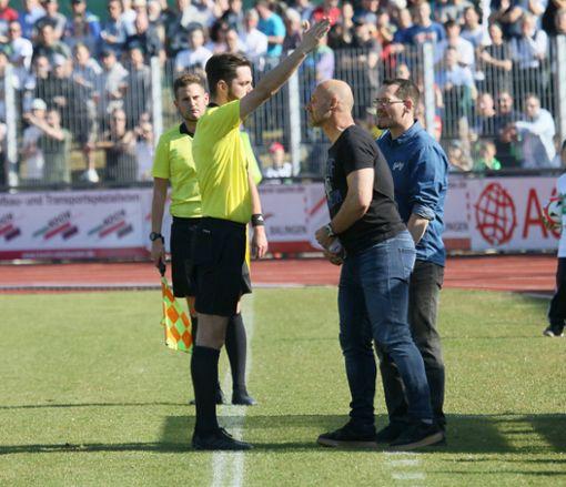 Auf die Tribüne durfte Waldhof-Coach Bernhard Trares beim Spiel des Jahres für die TSG Balingen.  Foto: Kara