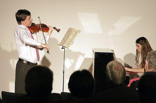 Die slowakische Pianistin Zuzana Berešová und der tschechische Violinist Pavel Burdych spielten virtuos Werke unter anderem von Dvorák, Brahms und Tschaikowsky.  Foto: Vollmer Foto: Schwarzwälder-Bote