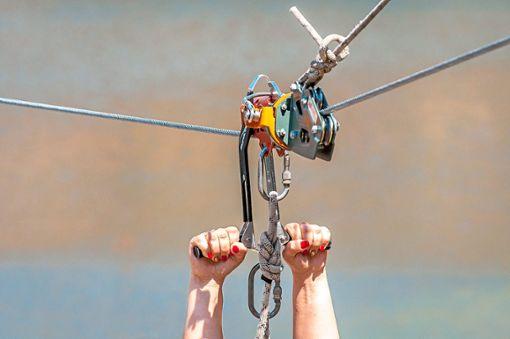 Mit einer Stahlseilrutsche soll eine weitere touristische Attraktion in die Glücksgemeinde Schömberg kommen.    Foto: © Amateur007 – stock.adobe.com