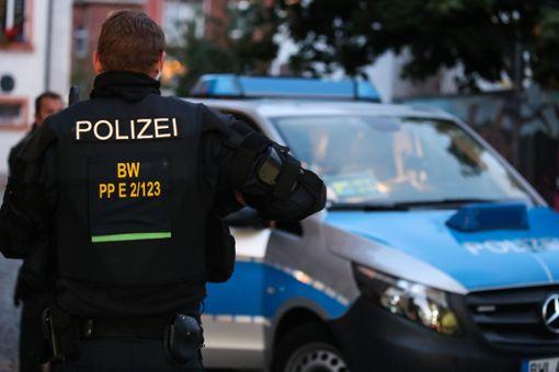 Einsatzkräfte haben im Schwarzwald-Baar-Kreis sowie in Deißlingen im Kreis Rottweil mehrere Gebäude und Wohnungen durchsucht. (Symbolfoto) Foto: Marc Eich