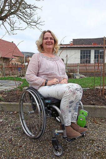 Caren Totzauer sitzt im Rollstuhl, lässt sich davon aber nicht ausbremsen. Am Donnerstag, 21. März, ist sie ab 18.30 Uhr in der Empfinger Schule zu Gast.  Foto: Moser Foto: Schwarzwälder Bote