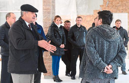 Haugenstein-Sprecher Peter Thielmann (links) moderierte die Versammlung der Haugenstein-Eigentümer. Foto: Hopp