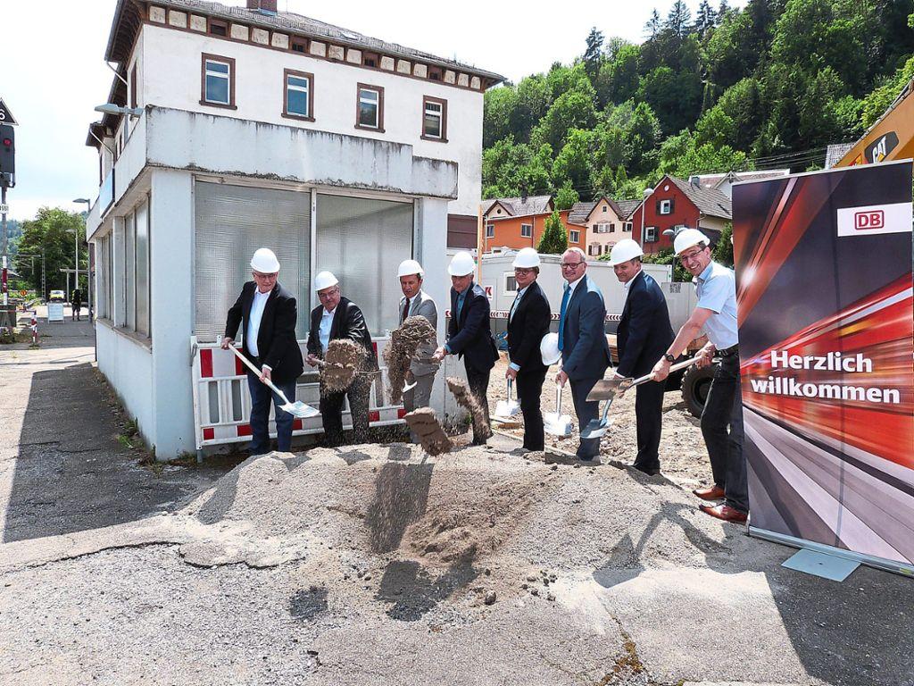 Oberndorf A. N. Spatenstich Für Neue Aufzüge Am Bahnhof