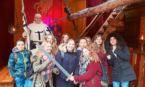 Auch ein Besuch des Ettlinger Weihnachtsmarkts stand auf dem Programm.  Foto: Progymnasium Foto: Schwarzwälder Bote